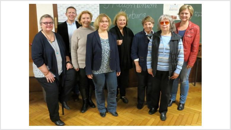 Doris Hilberger, Dirk Bamberger, Rose-Marie Lecher, Sabine Schäfer-Jarosz, Gertraud Lörke, Anni Röhrkohl, Ursula Eckstein und Karin Schaffner (von links).