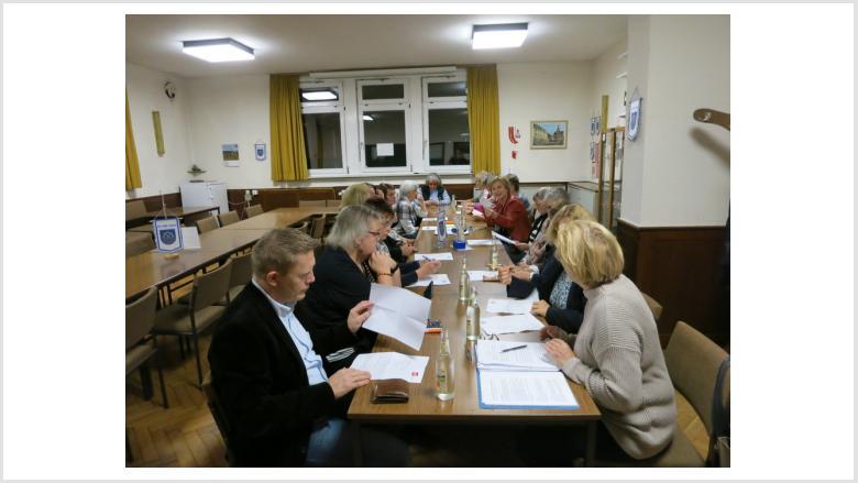 Intensiv bei der Arbeit: Die Frauen Union Marburg