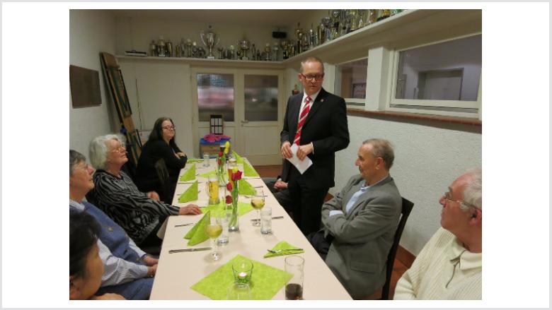 Dr. Mühlhausen sprach in seinem Grußwort bundes- und kommunalpolitische Themen an.